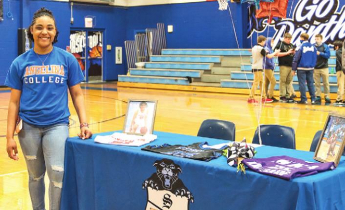 SHS's McKayla Williams Signs with Angelina College