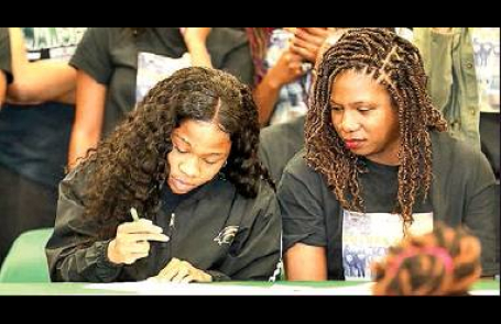 Lady Wolverine Stand-out ShaKahia Warmsley Signs with USM